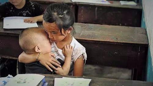 """别让你的孩子成为有父母的""""孤儿""""!看完泪奔…-封面"""