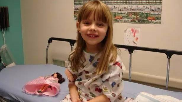 """泪奔!6岁女儿因病去世,却靠上百张字条""""活""""在爸爸妈妈身边-封面"""