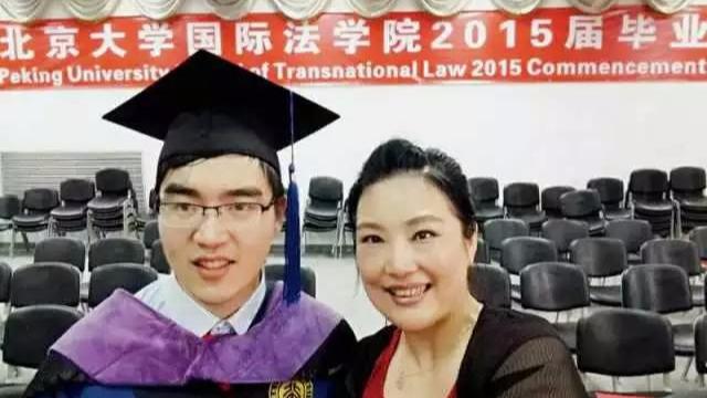 致敬!中国单亲妈妈花29年把重度脑瘫儿送进哈佛,看哭了……-封面