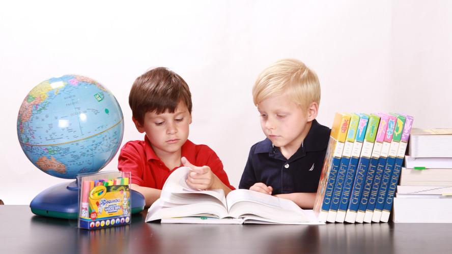 聚焦新高考 ▏语文教材总主编:再不重视阅读,连试卷都做不完!-封面